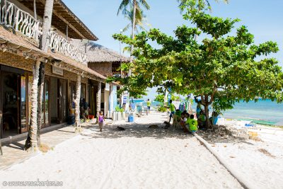 Bounty beachfront walk, Malapascua