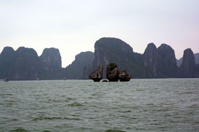 Fighting Cock Islet, Halong Bay