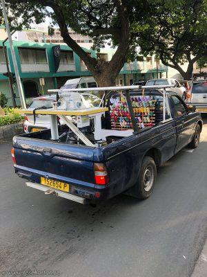 Sewing machine car, Tahiti